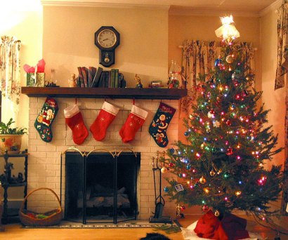 christmas-tree-fireplace-stockings